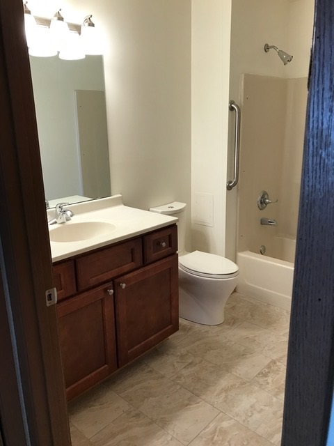 9-Luxury-1341-B-Bathroom